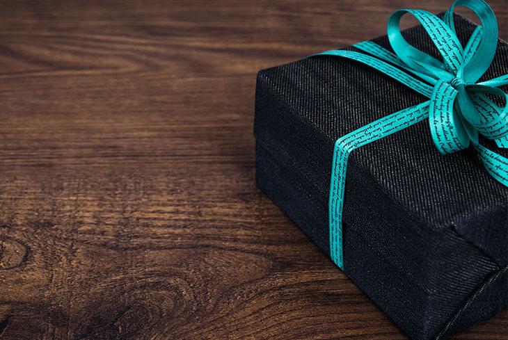 162d83a3ae Ovviamente non hai un regalo e sei ufficialmente nel panico: che fare? Ecco  5 idee regalo last ...