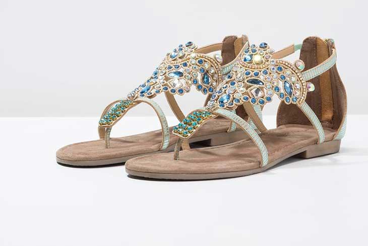 Una selezione dei migliori modelli scontati di sandali da