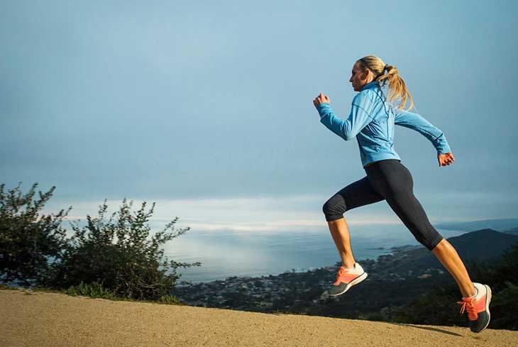 4fb6419b06b0 Le tute da ginnastica  i completi sportivi nati per essere usati in  palestra o durante gli allenamenti all aria aperta da chi pratica un  qualsiasi sport
