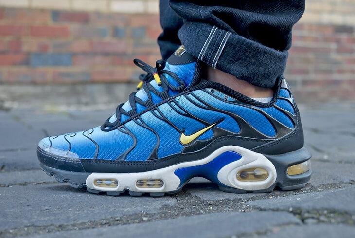 Sono stati uno dei paia di scarpe Nike più diffusi tra i giovani dei primi  anni Duemila. Hanno rappresentato generazioni di ragazzi delle periferie  italiane ... d0cfabe82a3