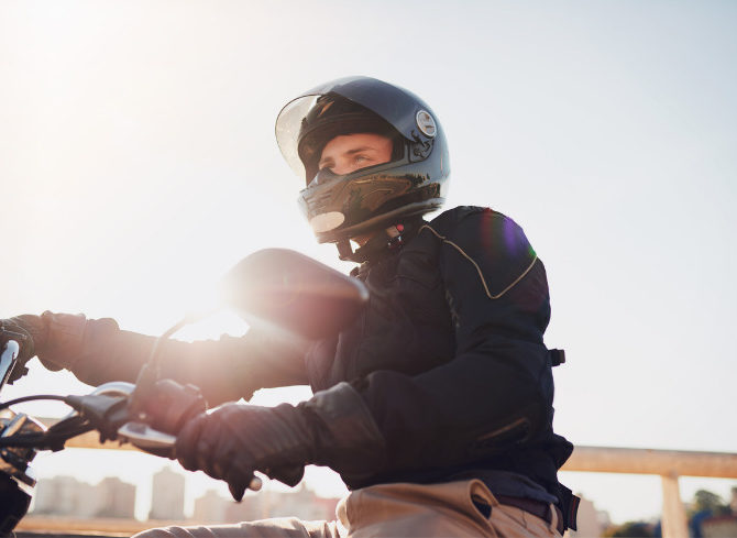 In moto con l'abbigliamento giusto