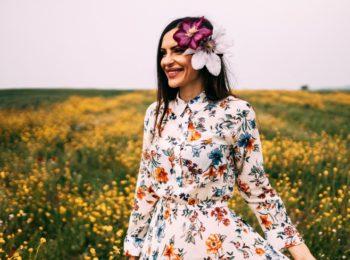 Moda primaverile: come abbinare i vestiti a fiori